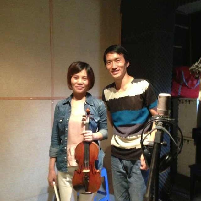 与小提琴演奏家梁昆红老师在录音棚合影 - 歌谱 - 美