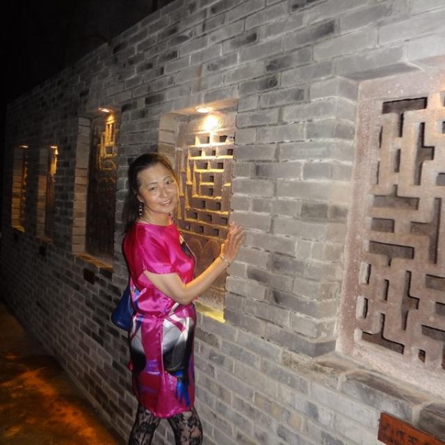 台州;蛇蟠岛;海盗村古洞(都是雕刻的石窗) - 自信的我