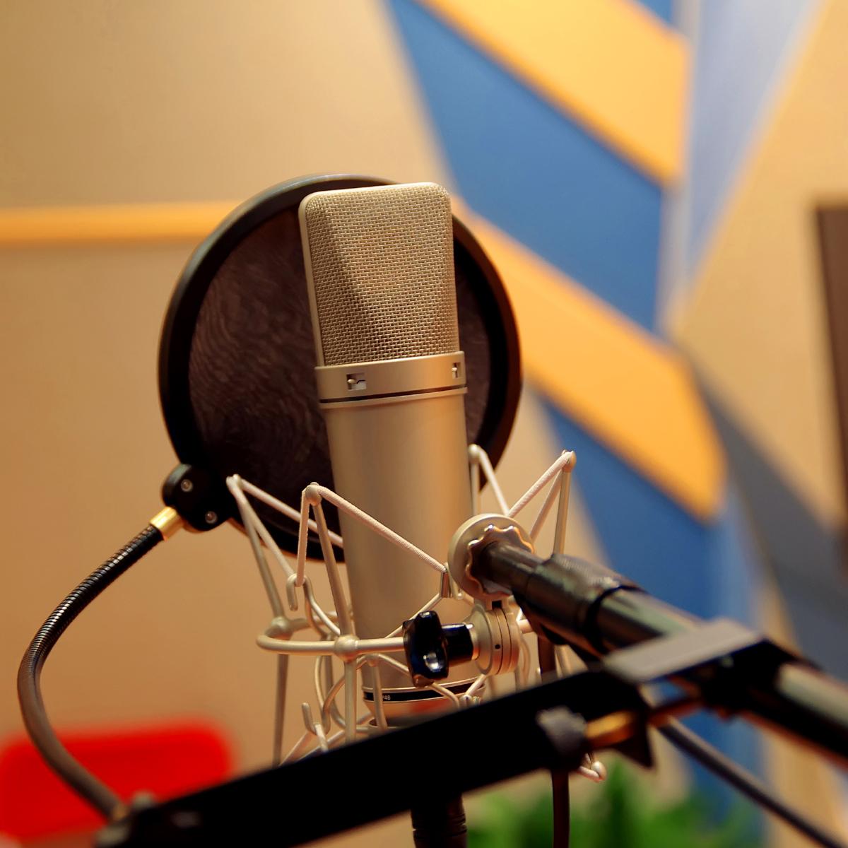 关键词: 录音棚的话筒,录音棚的话筒图片素材,录音棚的话筒图片下载
